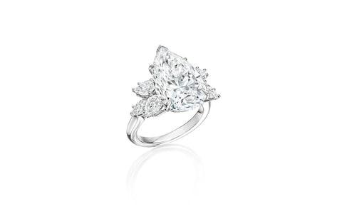 Диамантен пръстен с крушовидни диаманти и диаманти маркизи