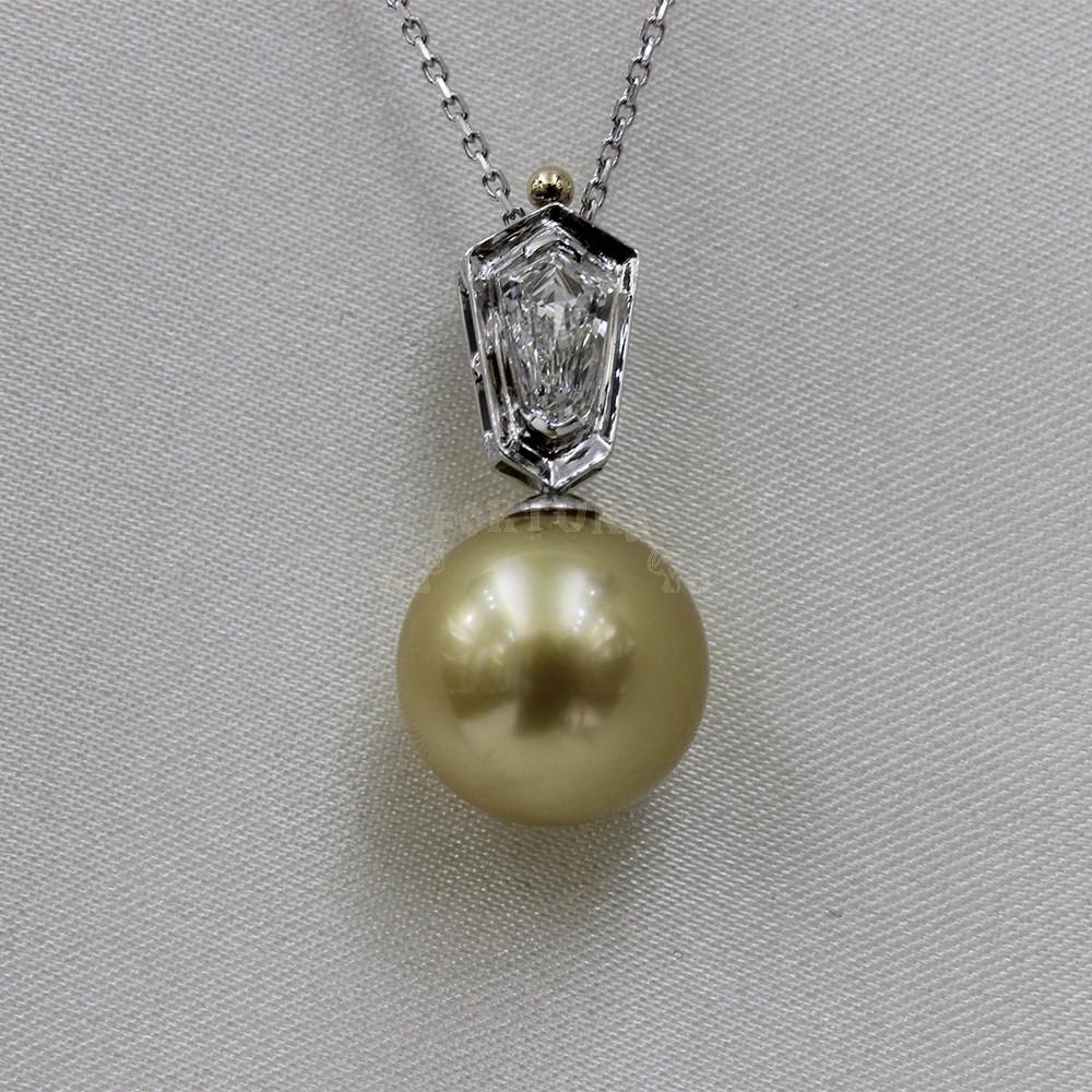 Златно колие с перла и брилянт