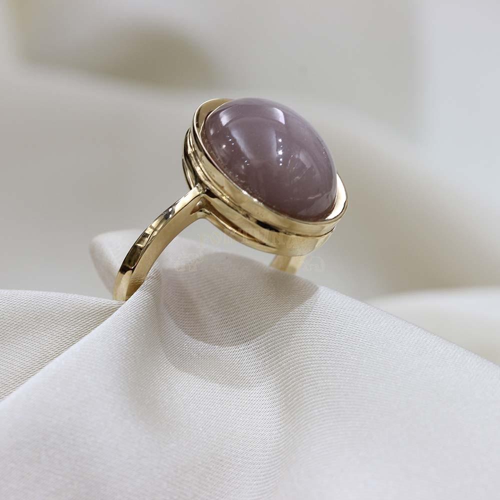 Златен пръстен с лунен камък