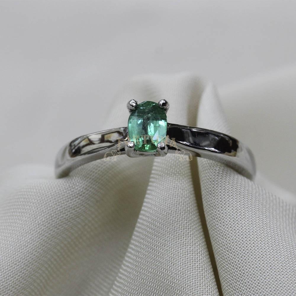 Златен пръстен с изумруд