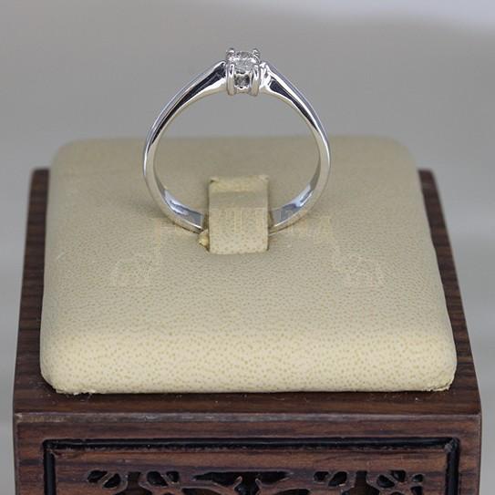 Златен пръстен с брилянт