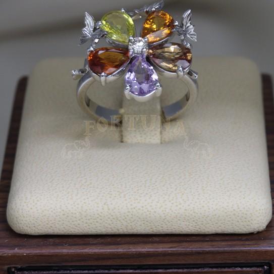 Златен пръстен със сапфири и брилянт