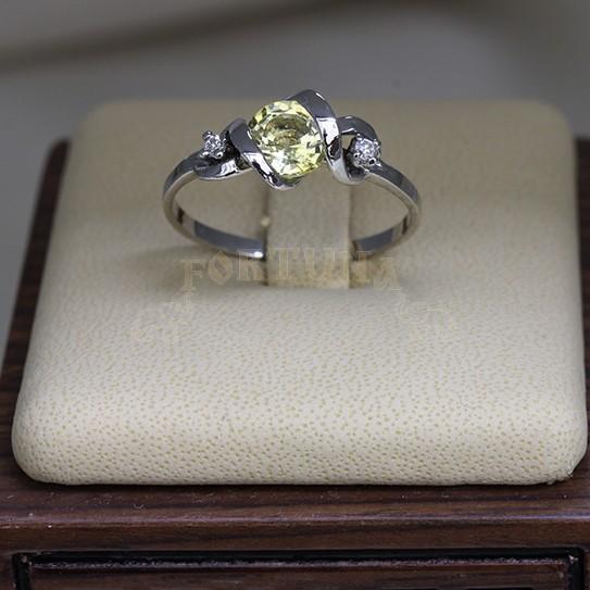 Златен пръстен със сапфир и брилянти
