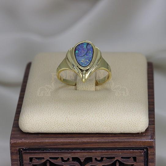 Златен пръстен с опал
