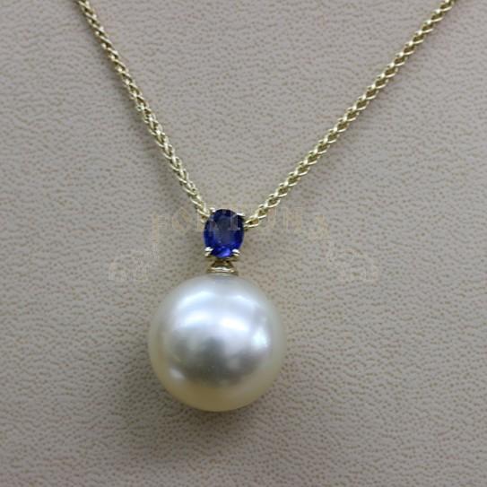 Златен медальон с океанска перла и сапфир