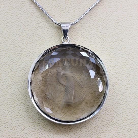 Златен медальон с кварц
