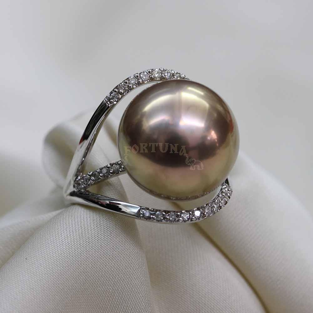 Златен пръстен с перла и брилянти