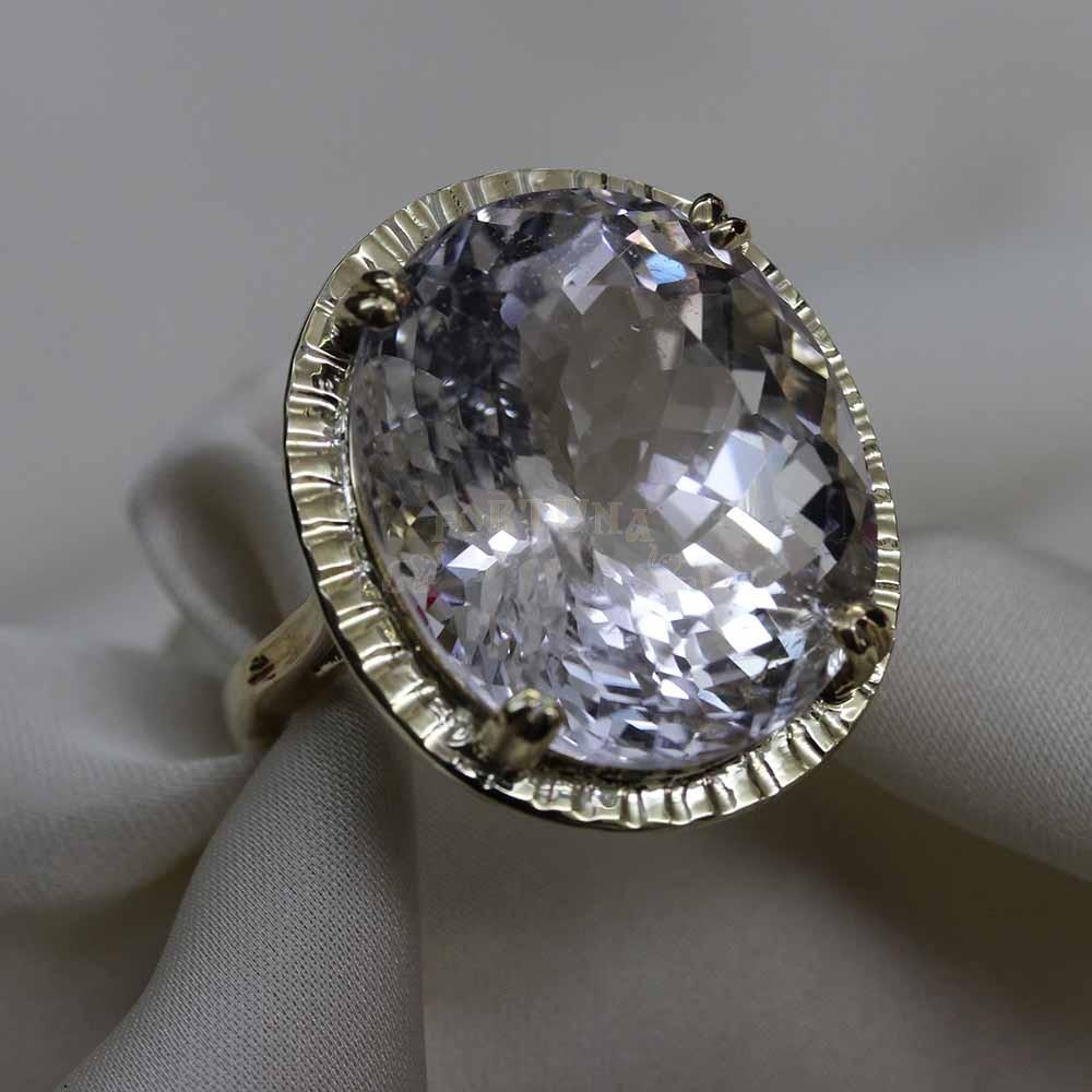 Златен пръстен с топаз