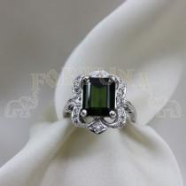 Златен дамски пръстен с брилянти и зелен турмалин