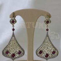 Златни обеци с рубини и брилянти