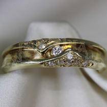 Златен пръстен с брилянти