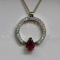 Златен медальон с рубин и брилянти