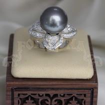 Златен пръстен перла и брилянти