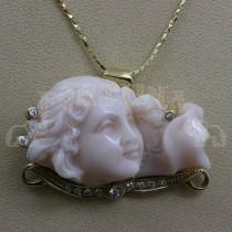 Златен медальон с корал и брилянти