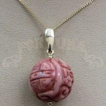Златен медальон с корал
