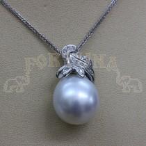 Златен медльон с перла и брилянти