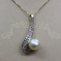 Златен медальон с перла и брилянти