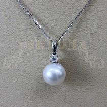 Златен медальон с перла и брилянт