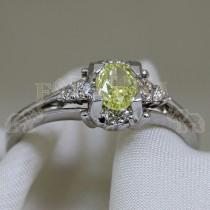Златен пръстен с жълт брилянт