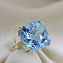 Златен пръстен със син топаз