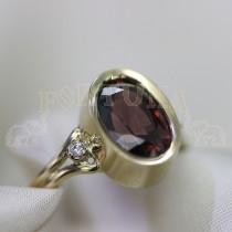 Дамски пръстен с  естествен циркон и брилянти