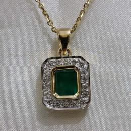 Златен медальон с изумруд и брилянти