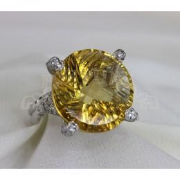 Златен пръстен с топаз и брилянти