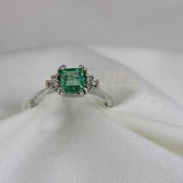 Златен пръстен изумруд и брилянти