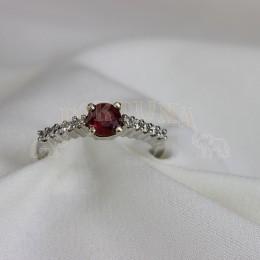 Златен пръстен рубин и брилянти