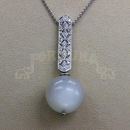 Златен медальон с лунен камък и брилянти