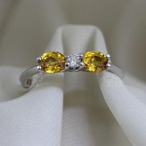 Дамски пръстен със сапфир и брилянти