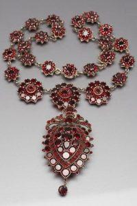Гранат - символ на огънят в човешкото сърце